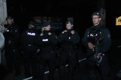 Schwerbewaffnete Beamte im Einsatz